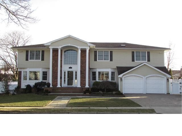 4 BR,  2.55 BTH  Colonial style home in Massapequa Park